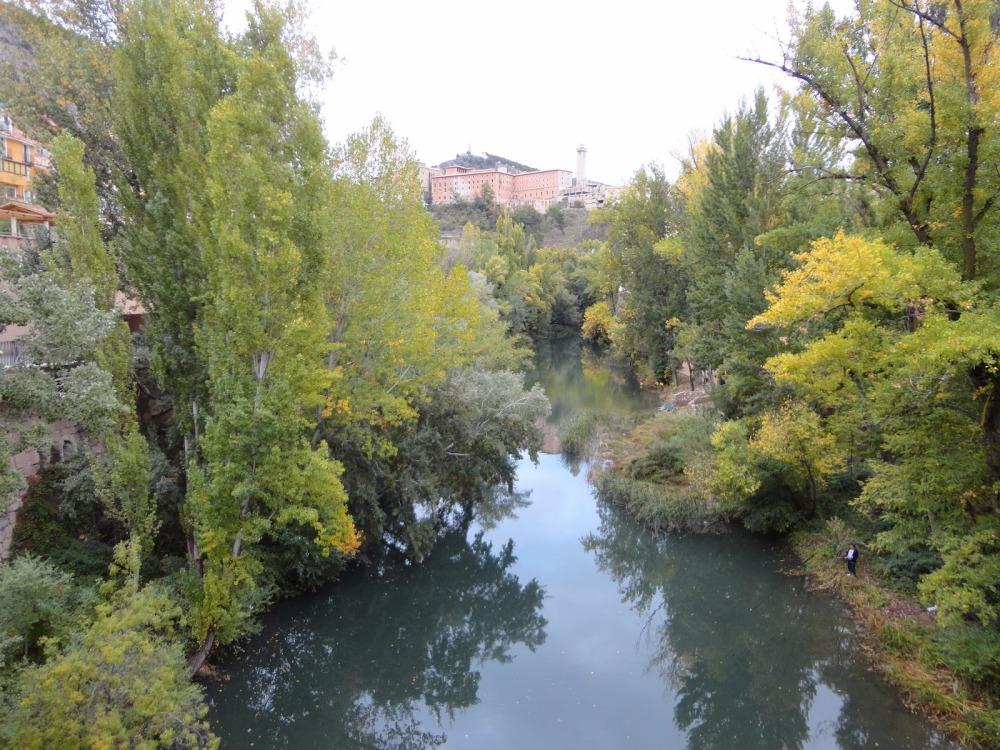 rio jucar muy cerca del apartamento turistico mirando a cuenca