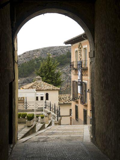 bajada a plaza de san nicolas y apartamento turistico cuenca ciudad