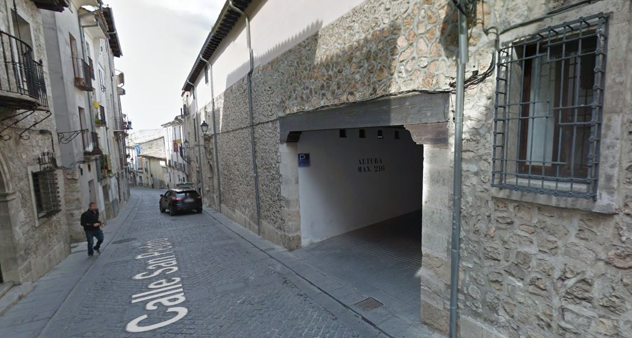 aparcamiento pago en calle san pedro cercano a apartamento turistico cuenca ciudad