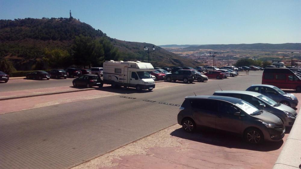 aparcamiento en barrio de el castillo para aparcar sin pagar en apartamento turistico cuenca ciudad