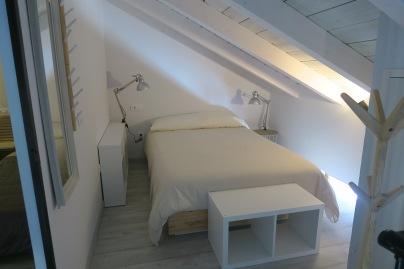 habitacion principal apartamento turistico cuenca ciudad