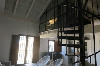 escalera apartamento turistico cuenca ciudad